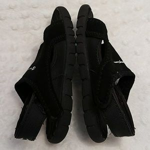 910bec9b0fb0b Champion Shoes - Champion Boy toddler splash sandals size 7